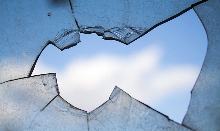 Dreams About Broken Glass – Meaning and Interpretation
