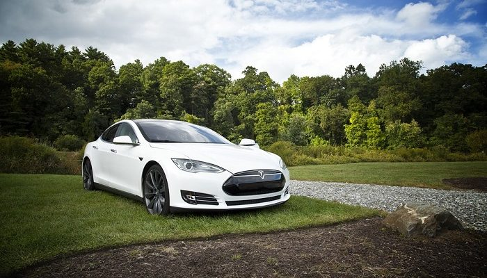 Dreams About White Car – Meaning and Interpretation